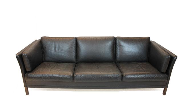Sofá en piel negra