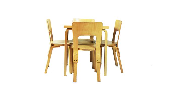 Set de sillas y mesa Alvar Aalto
