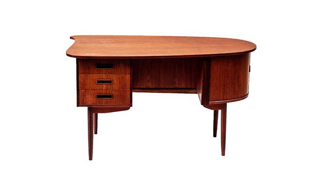 Mesa de escritorio en teca