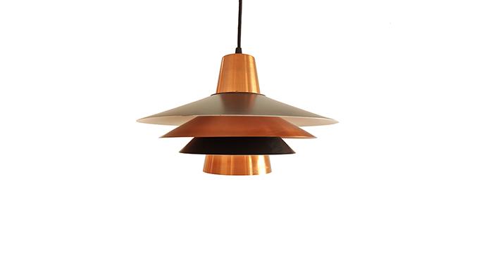 Lámpara en metal lacado y cobre