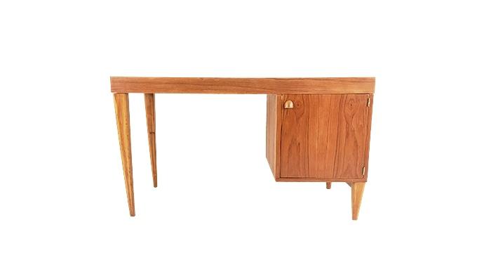 Mesa francesa de escritorio, en teca